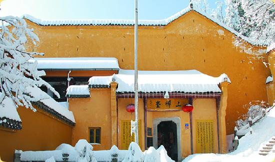 Chizhou, China: 雪中上禅堂