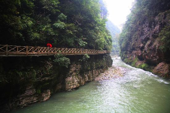 Guiyang, China: 贵州贵阳南江大峡谷景区的景点栈道