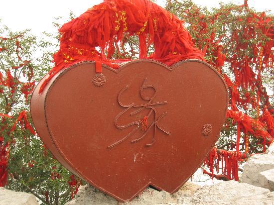Qianfoshan: 山顶的同心结