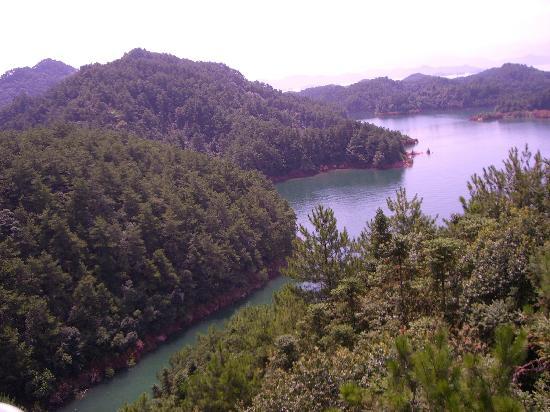 Qiandao Lake Ping River Rafting: 这是我在缆车上拍的