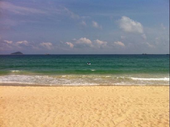 Holiday Inn Resort Sanya Yalong Bay: 酒店看到的亚龙湾沙滩和大海