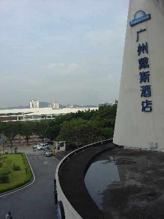 Days Inn Guangzhou: 窗外的景色(广州·戴斯)