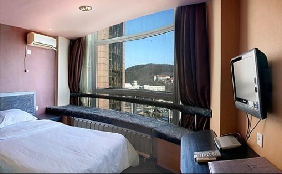 Huaneng & Cyts Holiday Hotel: 大床房的卧室