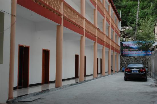 New E Jia International Youth Hostel