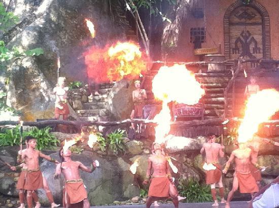Binlang Ethnic Village: 表演