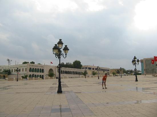 Tunis, Tunesien: 突尼斯政府驻地前的大广场