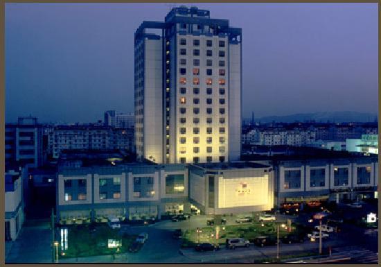Scholars Hotel Suzhou Xuchengs : 夜色中的酒店外观
