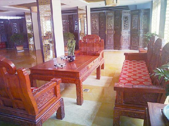 Tangyun Grand Hotel: 大堂罗汉椅