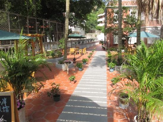 Sunlight Coast Garden Hostel