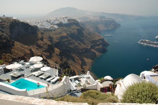 Greece: 圣岛悬崖上的酒店