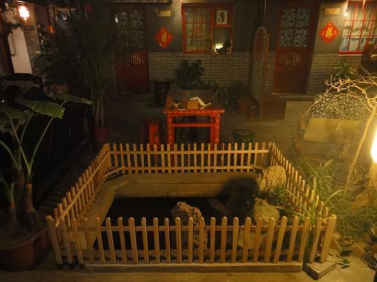 Yue Bin Ge Hotel: 晚上的夜景