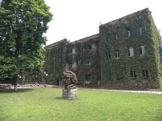 Xinan University: 那种古老沧桑的感觉 喜欢