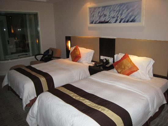 Seagull Hotel Jinshan: 大床房还挺走俏只好双床了,床还比较舒服。