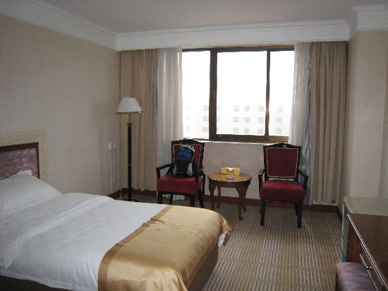 Fuxin Hotel: 房间还算大