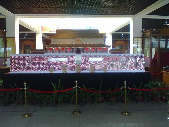 Jinshitan Mao Zedong Badges Exhibition: 毛主席徽章天安门