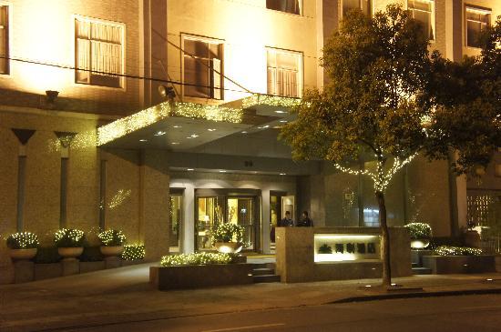 Haiyatt  Hotel: 酒店正门口