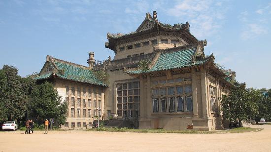 Wuhan, China: 武汉大学图书馆