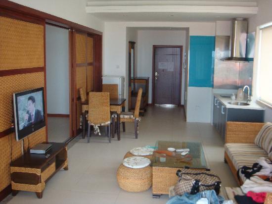18 Degrees Blue Holiday House : 请容忍我的邋遢,里面是大床背后是阳台