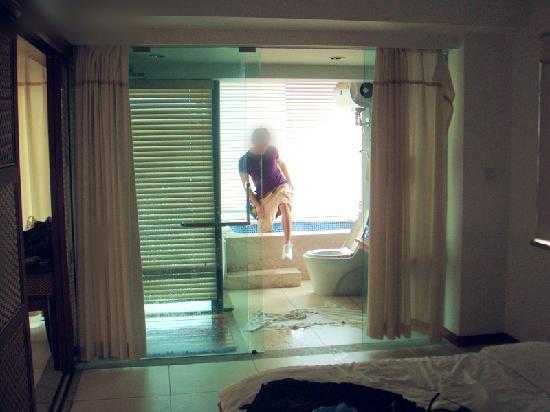 18 Degrees Blue Holiday House: 浴缸里出来,因为很深有跳进去的冲动