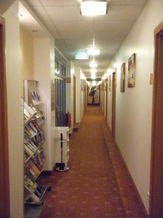 Hotel Garni Evido: 酒店走廊