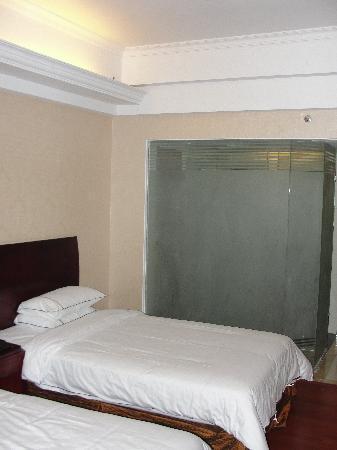 Vienna Hotel Shenzhen Yinhu Coach Station: 床