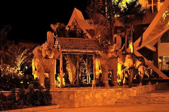 Jinglan Exhibition Hotel: 很有当地特色的大象