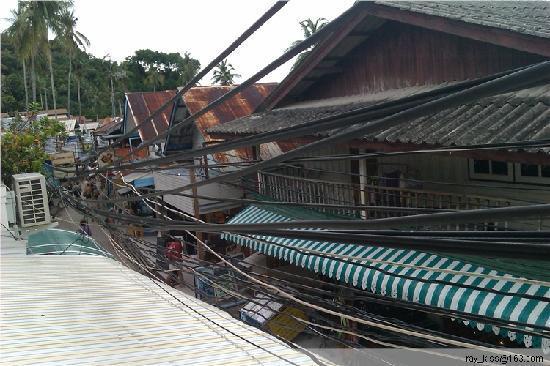 Natacha Hotel: 小阳台看出去的街景,很有泰国风情~