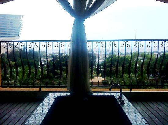 Linghai Apartment Hotel: 阳台剪影