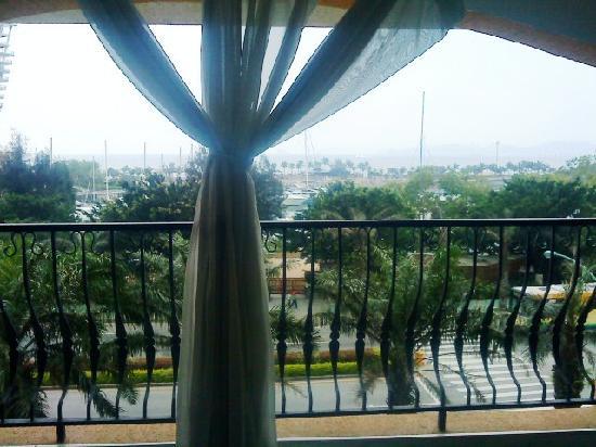 Linghai Apartment Hotel: 离还有点距离不过还算是能够及见的