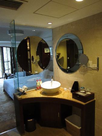 Gulangwan Grand Hotel: 半开放的洗手间