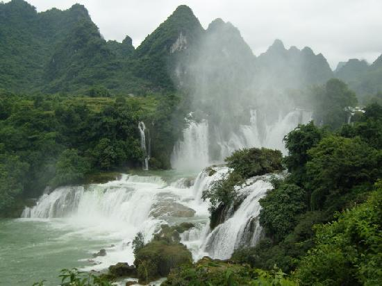 Daxin County, China: 远看瀑布全景