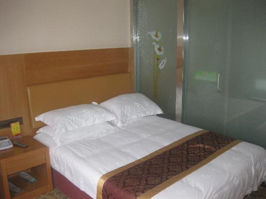 Baiyi Business Hotel: img_3873