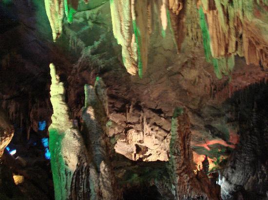 """Wulong Furong Cave: """"千年一吻"""""""