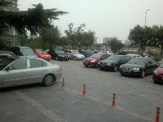 7 Days Inn (Beijing Communication University of China): 停车场