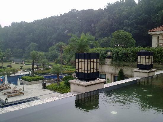 Rose Garden Resort: 游泳池