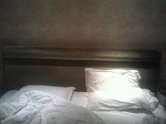 Dreamland Hotel : 超大的床