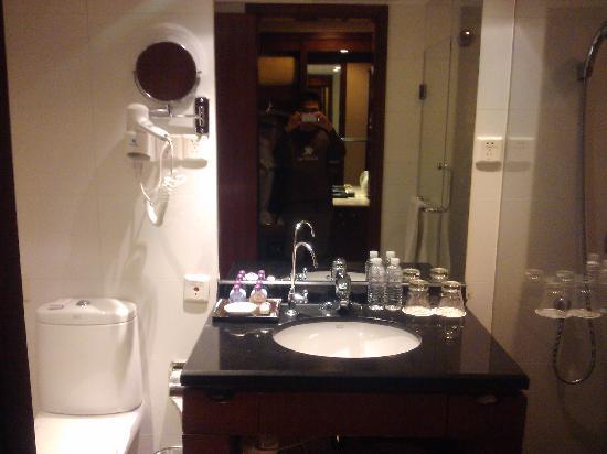 Grand Mercure Shanghai Baolong: 酒店卫生间