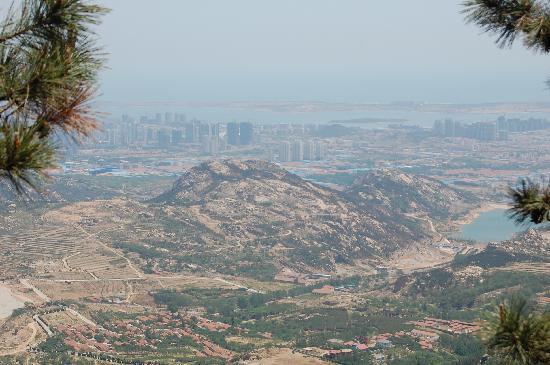 Xiaozhushan Forest Park : 在山上眺望开发区
