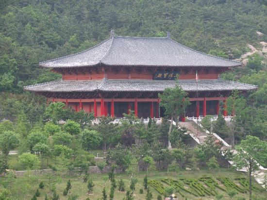Chishan Fahua Temple: 三佛宝殿
