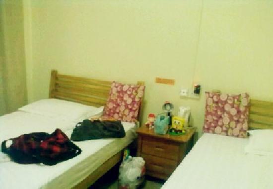 Senior Leader International Youth Hostel: 双人间偏小呢,所以性价比不算太高