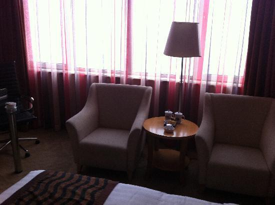 Days Hotel & Suites Jiaozuo : 房间一角