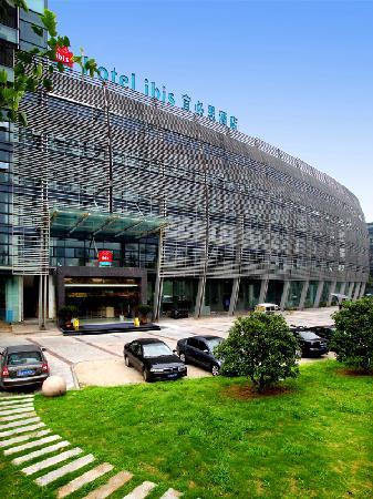Ibis Hangzhou Binjiang: 酒店大气的外景