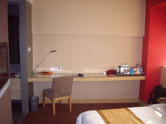 Nanyuan Inn Ningbo Fenghua: 书桌