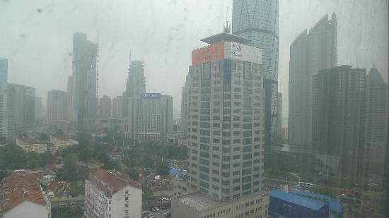 Ariva Qingdao Hotel & Serviced Apartment: 从房间里向外看的景色