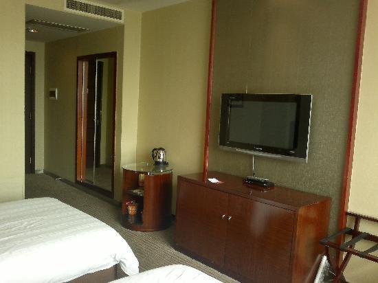 Tiantian Yugang Hotel : 床铺及电视