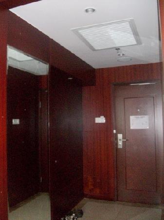 Tibet Hotel: 进门处