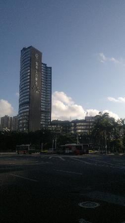 Yindo Hotel Zhuhai: 应该是刚下车时拍的。抱歉遗憾我激动得忘记拍里面了。