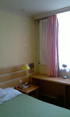 Home Inn (Beijing Tsing Hua University East Gate): room3