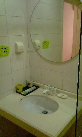 Home Inn (Beijing Tsing Hua University East Gate): bathroom3