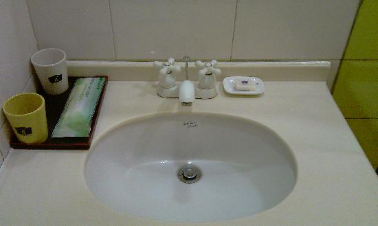 Home Inn (Beijing Tsing Hua University East Gate): bathroom4